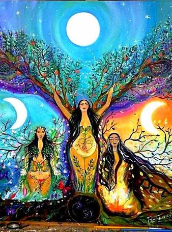 """""""Ama Hiru"""". No son tres, sino las tres caras de una. Los ritmos circulares de la Madre Naturaleza pueden ser expresados simbólicamente a traves del paralelismo entre las fases visibles de la luna y los ciclos vitales de la mujer. Pintura de Paz Treuquil."""