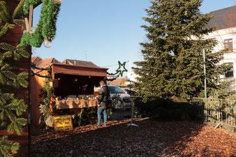 Weihnachtsmarkt; Verkaufsstand; Honig der Familie Gerber