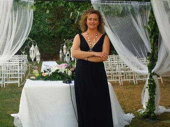 Nuestra maestra de ceremonias y oficiante, Consuelo Rodríguez.