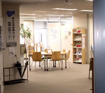 ☆写真は10階の入り口。入口左側の看板は男女共同参画センター 情報・交流センター。