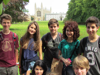 Un stage d'été anglais à Cambridge au Royaume-Uni pour apprendre l'anglais en immersion pour des élèves de 12 à 16 ans.