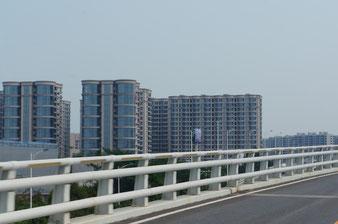 Xiamen: Mehrstöckige Luxuswohnungen an der Küste. Seit 2011 fertig, alle verkauft. Alle leerstehend.