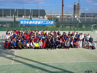 (一宮市テニス場にて)