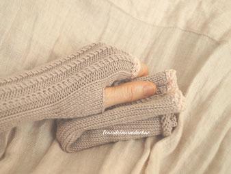 Handgestrickte Handstulpen von Fraeulein Wunderbar aus 100 % Schurwolle (Merino extrafein), wunderbare Fraeuleins Handstulpen, hochwertige Strickwaren, wunderbare Strickwaren, fuer dich von Fraeulein Wunderbar