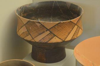 Keramikgefäß (6. Jahrtausend v.Chr.; Nafplio, Archäolog. Museum)
