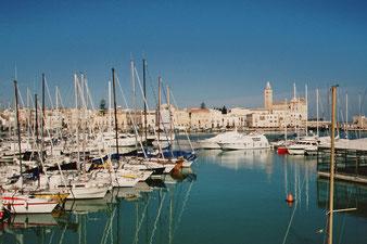 Trani (Apulien), eine der schönsten Städte Italiens, Hafenpanorama