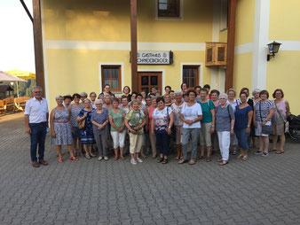 Zum Schluss der Gemeinderundfahrt gab es einen gemeinsamen Ausklang im Gasthaus Schneeberger Foto: Stadt Berching