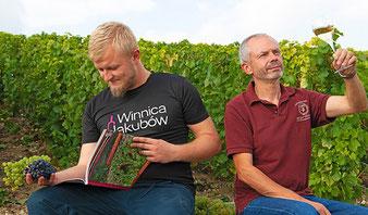 De gauche à droite : Michal Pajdosz est venu l'an passé faire la vendange chez Franck Météyer. Le vigneron polonais fera partie du groupe...
