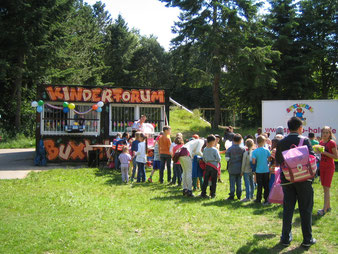 Damit das Kinderforum auch in der kälteren Jahreszeit öffnen kann, ist eine Brandsanierung des Kifo-Containers erforderlich