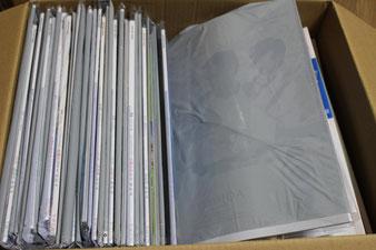右側の下に封筒・はがきがありますが、3種類の月刊誌で70%以上の量を占めます。空輸費用も高額になります。