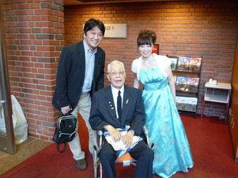 師匠の岩崎重昭先生(中央)トンボ楽器社長の真野様(左)