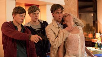 jan-Hendrik Kiefer (dritter von links), Szenenbild © ARD/ Georges Pauly