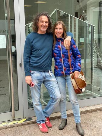 Luise Potrykus und ihr Mann vor ihrem zukünftigen Blumenladen in der Passage Kattenturm (Foto: 05-2020, Jens Schmidt)