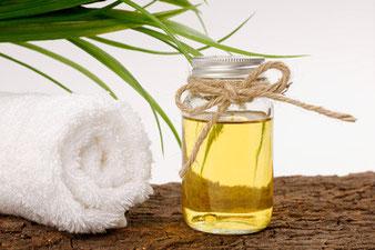 Ayurveda, Massage, Ganzkörpermassage, Ölmassage, Öl, Entspannung, Wohlbefinden