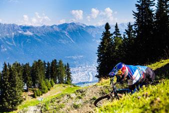 Auf zum MTB-Vergnügen – Gäste des aDLERS Innsbruck starten direkt vom Stadtzentrum Richtung Berg. / Foto: Innsbruck Tourismus/Tommy Bause