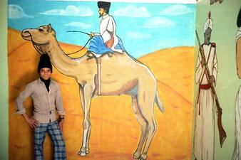 Samir ein begabter Maler, der stolz auf sein WErk war