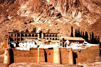 beeindruckend der mächtige Klosterbau aus dem 6. Jhd.