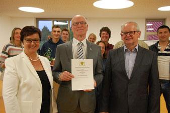"""""""Unser"""" Dieter Walz bei der Verleihung der Ehrennadel"""