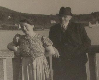 Das Bild zeigt Katharina Funke mit ihrem Mann Felix an Pfingsten 1941 in Herrsching am Ammersee