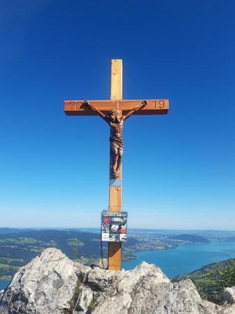 Gipfelkreuz am Mahdlgupf über dem Attersee, Aufstieg über Großen Schoberstein und Kleinen Schoberstein