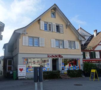 hier am Marktplatz stand das älteste Schulhaus Weinfeldens - allerdings gab's damals noch keine Döner zum Znüni