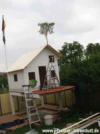 Selbst gebaut Kinderhaus Holzhaus Stelzen Richtfest
