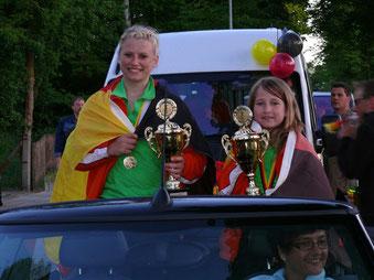 2008 in Gutach 2er Kunstradfahren Schülerinnen:____ Marina und Jessica Mollzahn