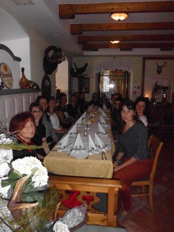..in die Mittagspause beim Gasthaus Hochstrasser, die gesamten Teilnehmer wurden zum Essen dankenswerterweise von der Gemeinde Mooskirchen eingeladen...