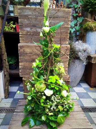 Trauerschmuck - hohes Gesteck grün
