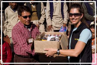 Spendenübergabe-Juergen-Sedlmayr-Nepal02