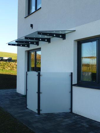 Sichtschutz mit Überdachung für Außendusche