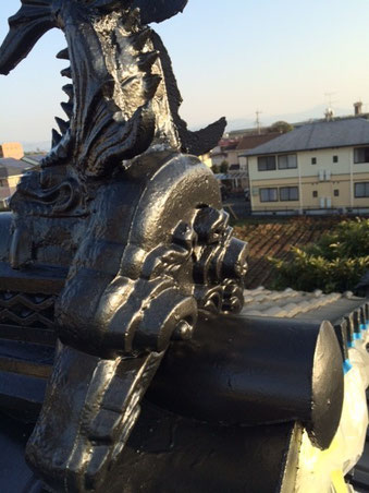 熊本市〇様家瓦屋根塗装工事完成。接写でアップ。
