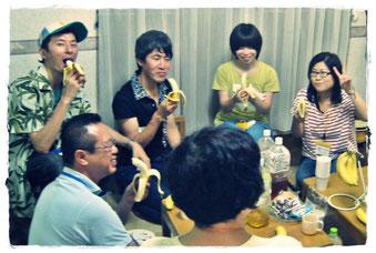 終了後は、みんなでバナナをパクリ!