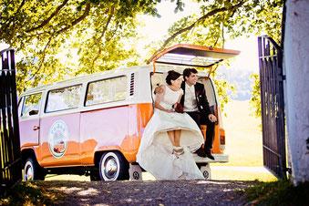 Hochzeitsauto Brautauto VW Bus VW Bulli Sektempfang T2 Bar