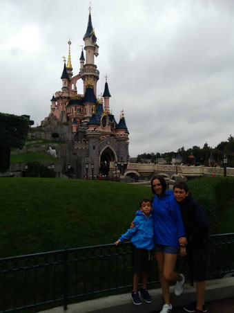 L'Elena i els seus fills a Disneyland París!