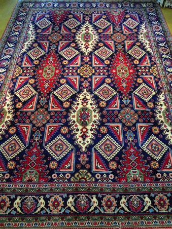 TABRIZ OLD 約2mX3m ビビットカラーの珍しい絨毯です。