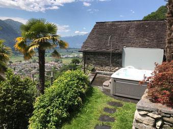Whirlpool Martinique unter Palmen