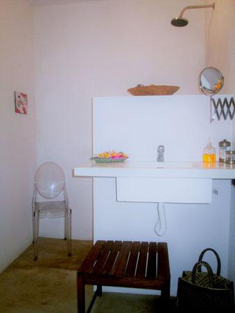 privatwe bath- suite low