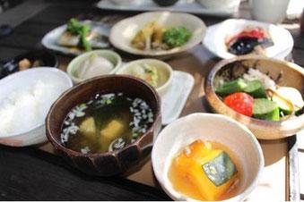 食事は和食中心で空腹を楽しんでから