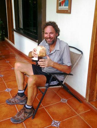Eine frische Kokosnuss zur Begrüssung in Panzos, das lassen wir uns gerne gefallen!