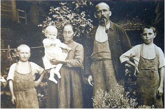 Familie Christian Kögel aus dem Unterdorf 1918, hier ist der Datenschutz wohl beendet