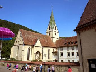 Vorbei am Kloster Blaubeuren auf dem Weg zum Blautopf