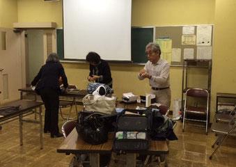 ☆写真は12月9日5回講座の最終日が終わって後かたずけ中。