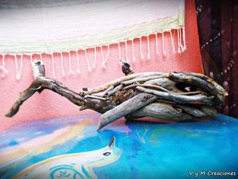 Decoración ecológica, pez madera, vymcreaciones, vymcreaciones.com, maderas flotantes, decoración con palos, driftwood lamp, eco desing, lámpara madera, driftwood art