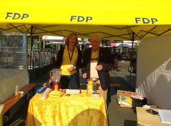 Sozialpolitikerin Petra Hermann und Hagen Schulz-Thomale organisierten das liberale Dialogangebot.