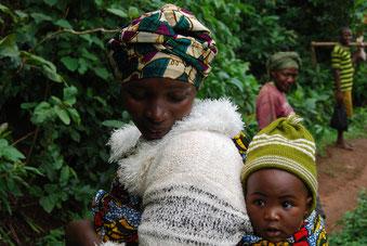 Frau mit Kind in Materuni