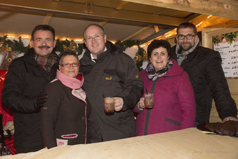 Neumarkter Lebkuchen für Mistelbach: Helmut Jawurek, Bettina Bögl, Bürgermeister Dr. Alfred Pohl, Dora Polke und Markus Siebert