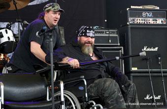 Das Knie will nicht mehr: Paul sitzt im Rollstuhl.