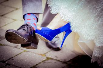 Zum Hochzeitsmotto passende Fußkleidung
