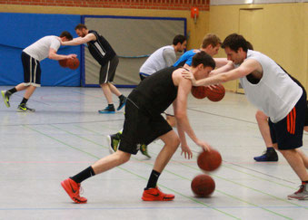 Die Spieler kamen bei einigen Drills ordentlich ins Schwitzen. Foto. Fromme